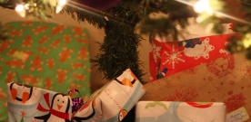 Features:  Last-minute shoppers can complete holiday shopping with these suggestions