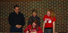 Features: Senior signs to William Jewell for track